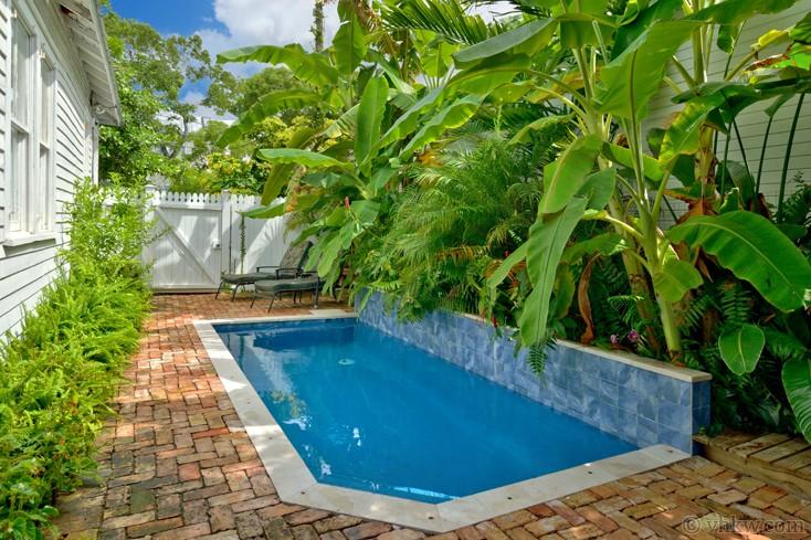 Awe Inspiring Caribbean Cottage Duval Street Key West 2 Bedroom Interior Design Ideas Oxytryabchikinfo