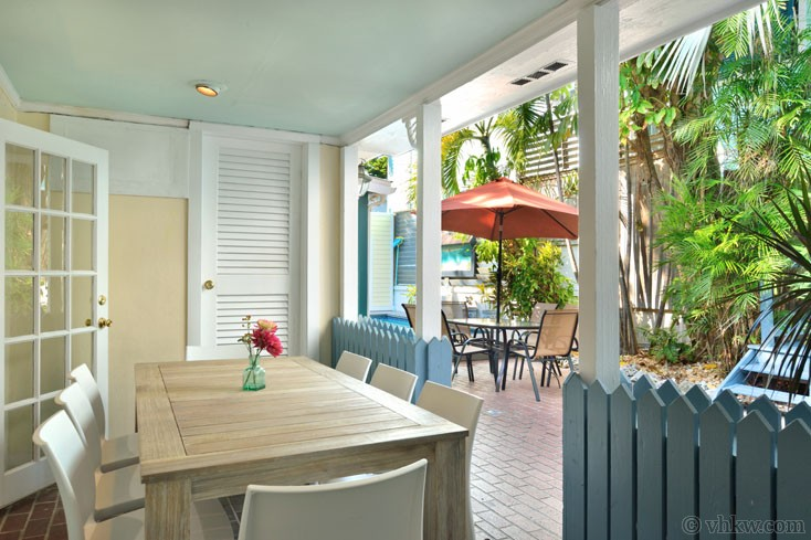 Al Fresco Thanksgiving Dining at Amelia's Hideaway Vacation Rental by the Pool