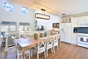 destination duval - premier key west penthouse kitchen